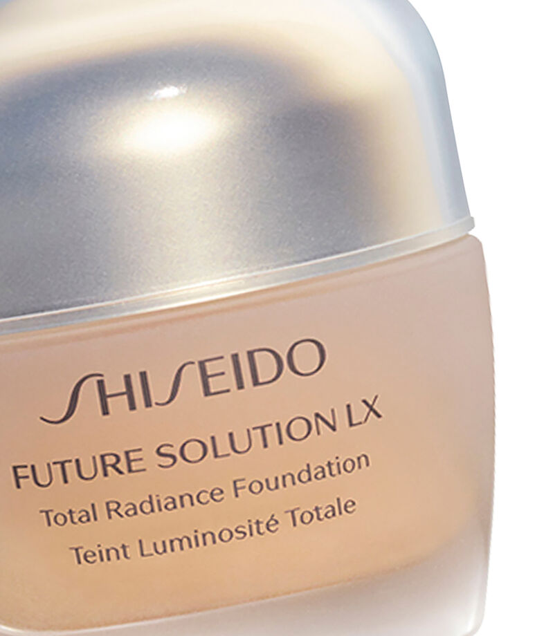 Flx Total Radiance Foundation Golden 2, , editorial